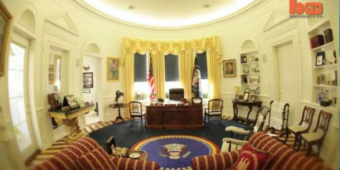 il d pense 200 000 dollar pour le bureau de barack obama. Black Bedroom Furniture Sets. Home Design Ideas