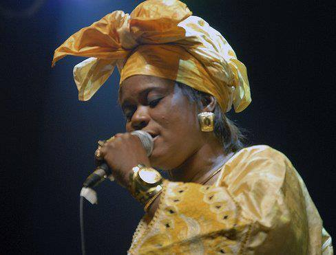 Nahawa Doumbia artiste musicienne chanteuse traditionaliste malienne