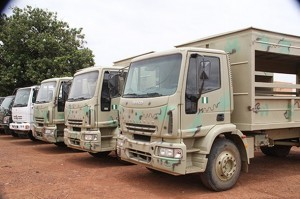 camions remorques dons aide transport troupe