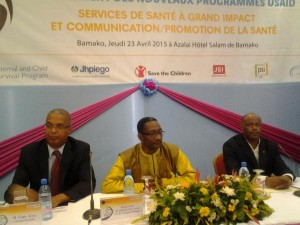 secretaire general ministere Sante Hygiene publique Ousmane Doumbia directeur USAID Mali Gary Juste  directeur Save the children international
